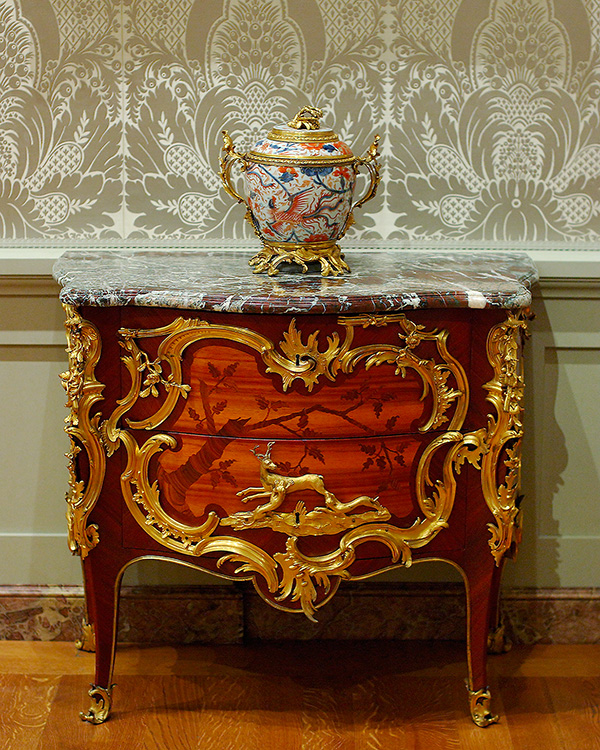 Commode_vanRisenburgh_andLiddedBowl_3214