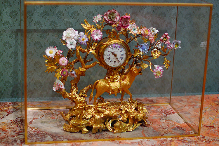 Clock_withDonkey_andFlowers_1712