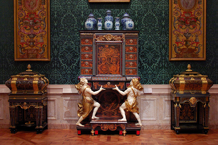 Cabinet_andCoffers_Boulle_1780