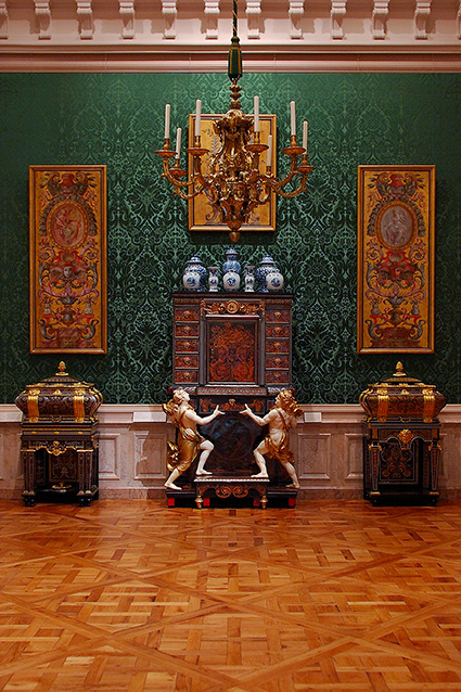Cabinet_andCoffers_Boulle_3946