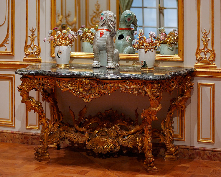 SalonTable_French_1703