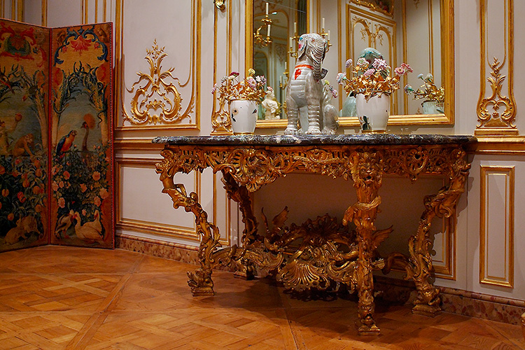 SalonTable_French_3814