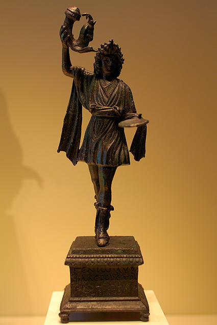 Statuette_GuardianGod_withSpoutedHorn_HS3692