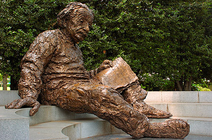 Albert_Einstein_Memorial_5098