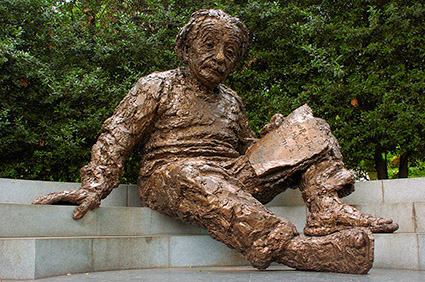 Albert_Einstein_Memorial_5102