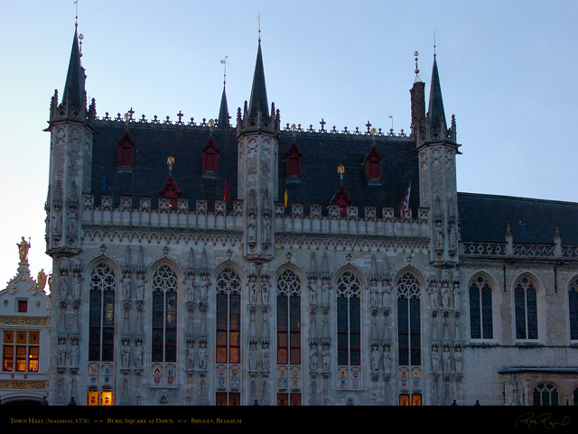 Bruges_Town_Hall_Dawn_2267
