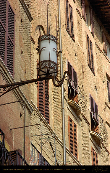 Piazza_del_Campo_Gothic_Houses_and_Lantern_6139