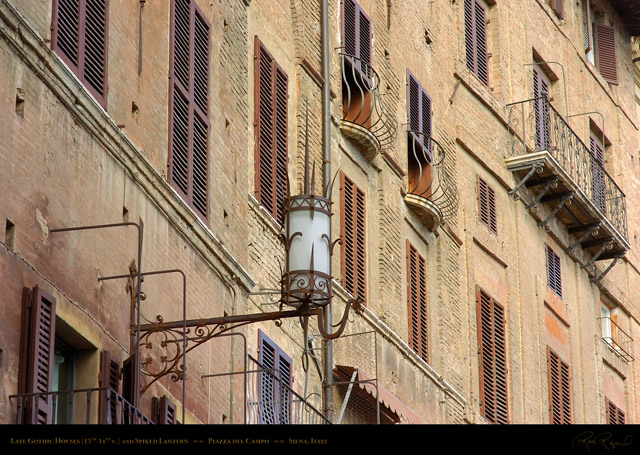 Piazza_del_Campo_Gothic_Houses_and_Lantern_6141