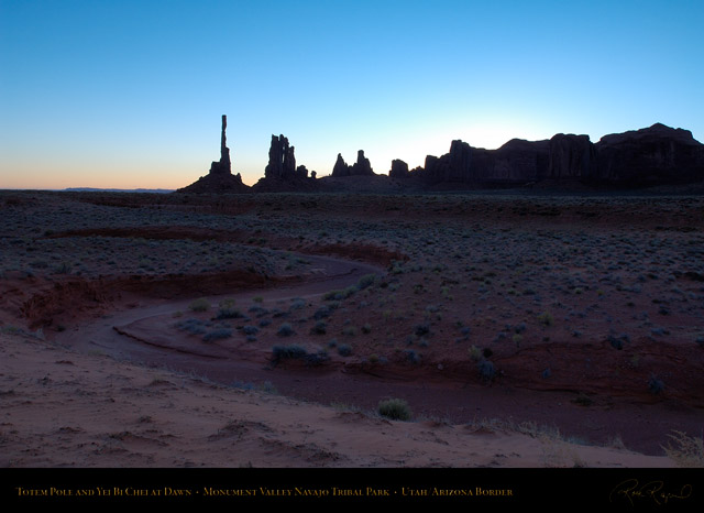 Monument_Valley_Totem_Pole_Dawn_X1318