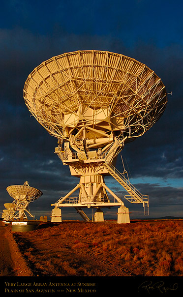 Very_Large_Array_Antenna_at_Sunrise_7151
