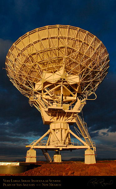 Very_Large_Array_Antenna_at_Sunrise_7157
