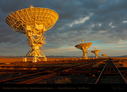 Very_Large_Array_at_Sunrise_7127