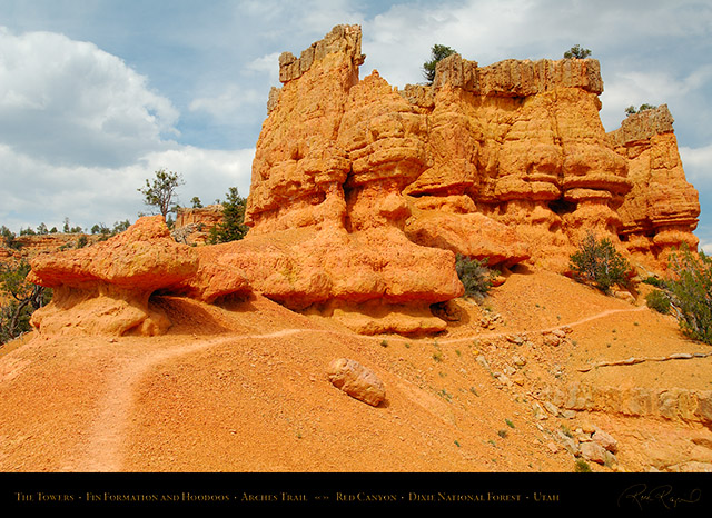 Red_Canyon_Towers_Arches_Trail_X2318